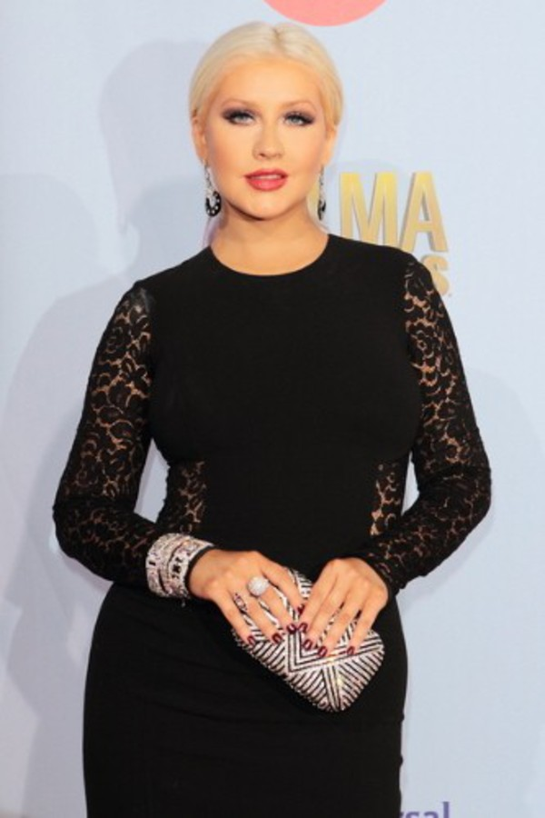 Christina Aguilera Stuns In Form-Fitting Lace Dress