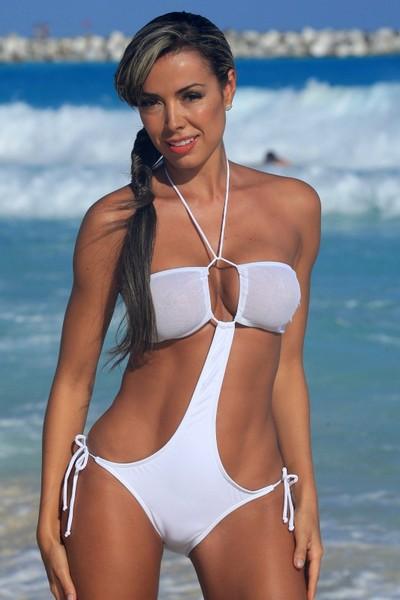фото девушки в белом прозрачном бикини мини